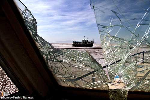 کشتیهای به گل نشسته دریاچه ارومیه عکس: فرشید تیغه ساز – آژانس عکس جام
